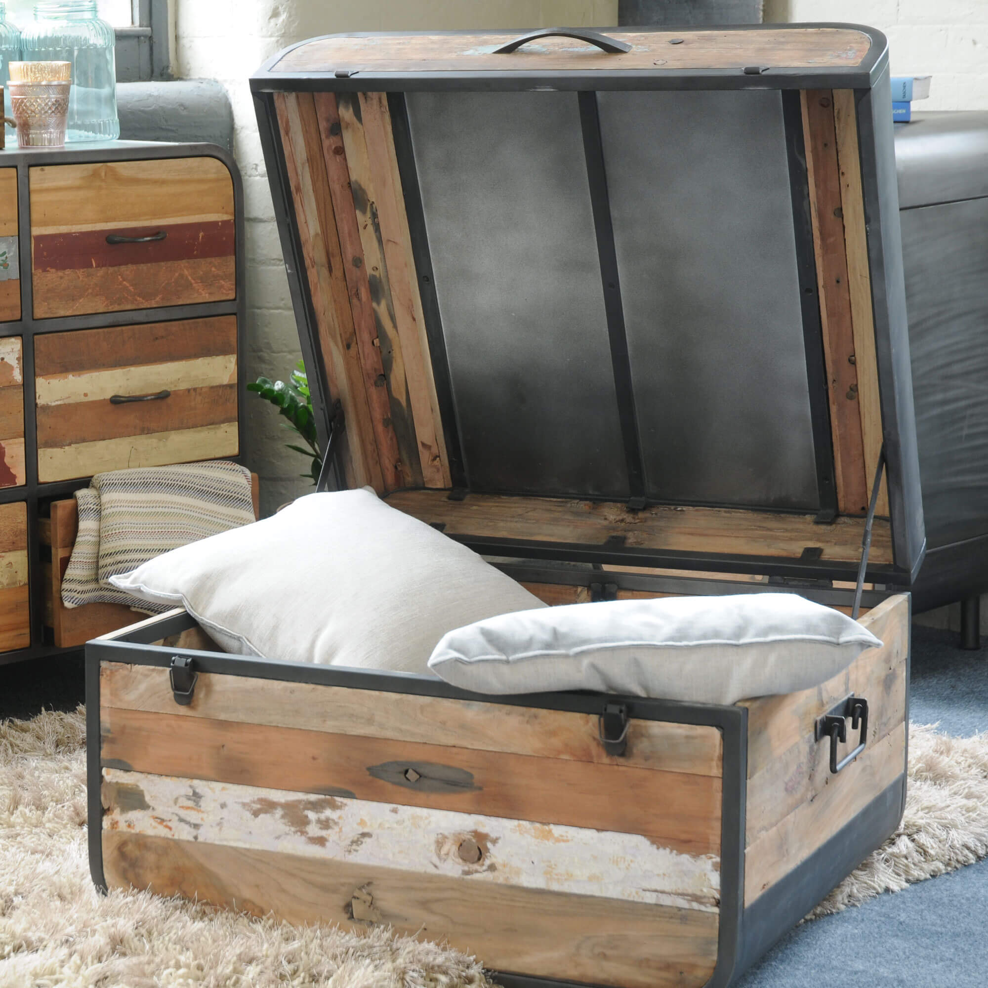 Seaside Retro Trunk / Coffee Table
